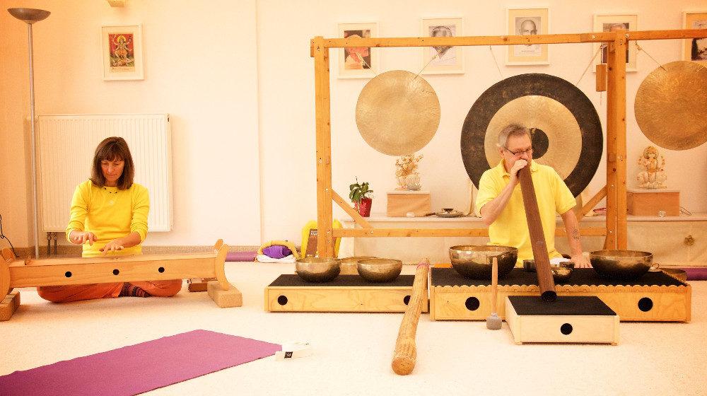 Jutta und Wolfgang, Yoga mit Klang
